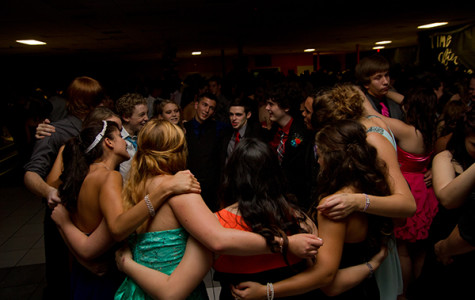 Students at the Texas High homecoming enjoy a group dance