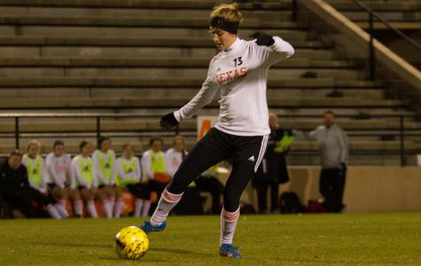Hannah Brantley dribbling down the field.