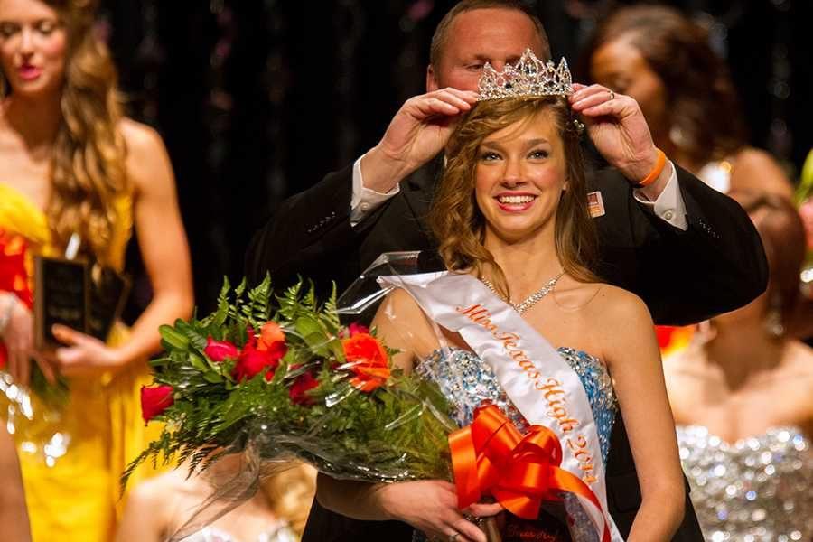 Principal Brad Bailey crowns senior Lindsey Gore at Miss THS.
