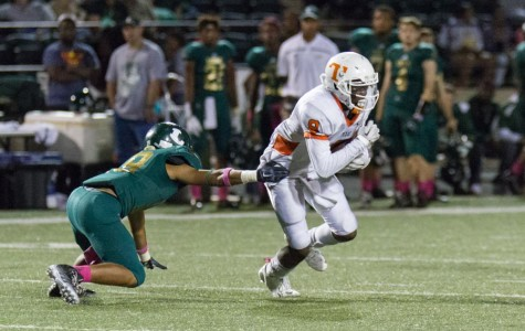 Receiver Jaylen Rhone attempts to outrun the Lobo defense.