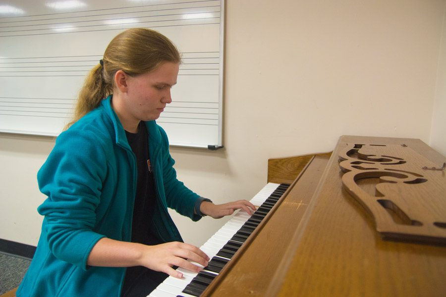 Senior Kaulyn Loe practices  playing the piano. Loe has been able to take more music-related electives because of her non-STEM schedule.