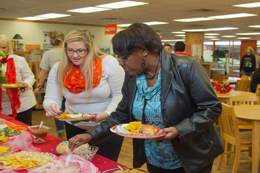 Mrs.+Ashley+Washington+and+Mrs.+Tisha+Gatewood+fill+their+plates+at+the+Rosebuds+annual+Teacher%27s+Tea.