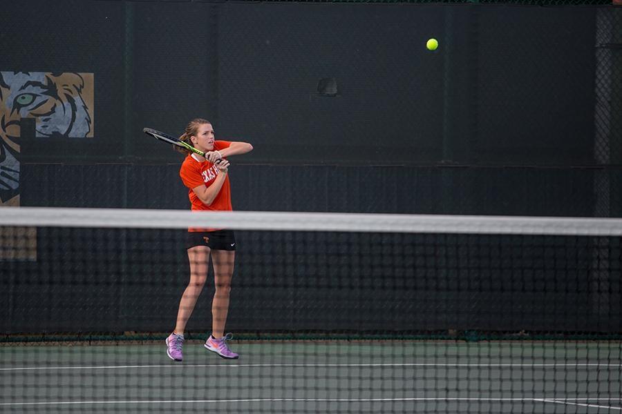 Tigers dominate tennis in Ennis