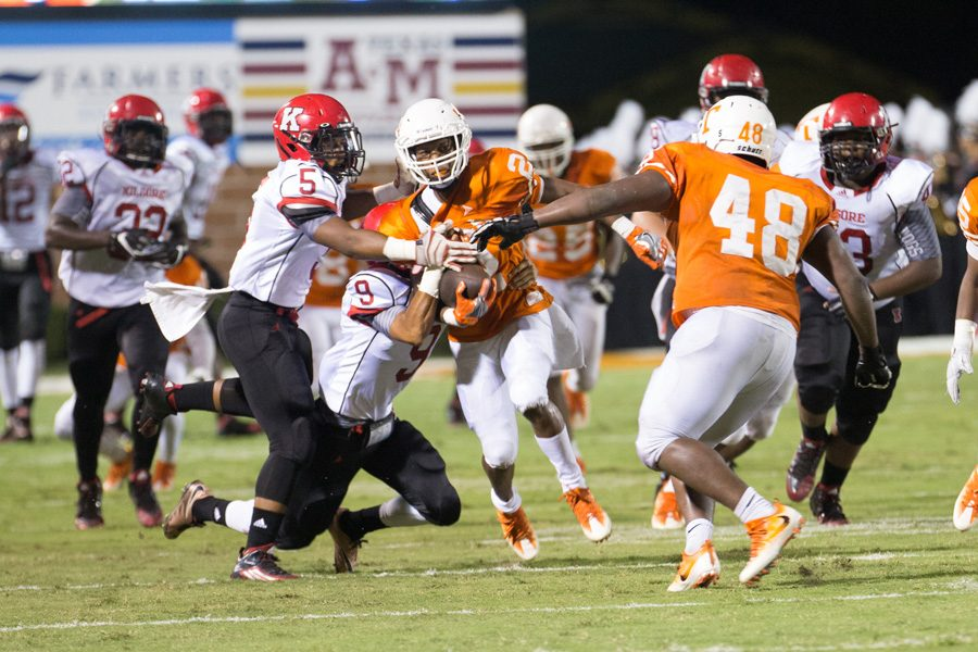 Texas High's Quan Hampton returns a kilgore punt for a long return. The Tigers improved their record to 4-0 with a win over the Bulldogs Sept. 16, 2016.