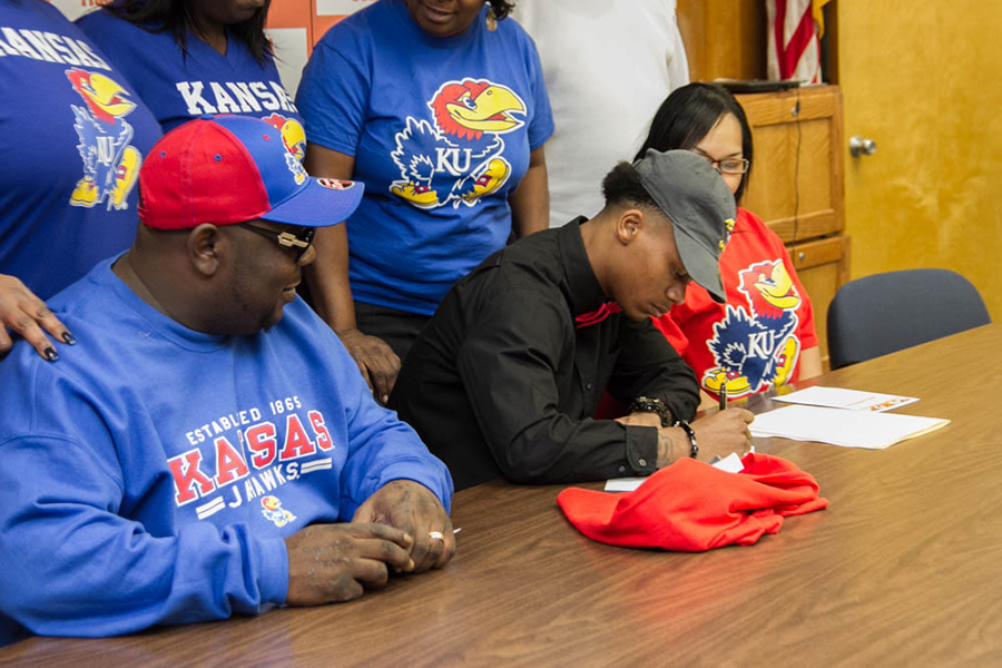 Senior Quan Hampton commits to play for the Jayhawks at the University of Kansas.