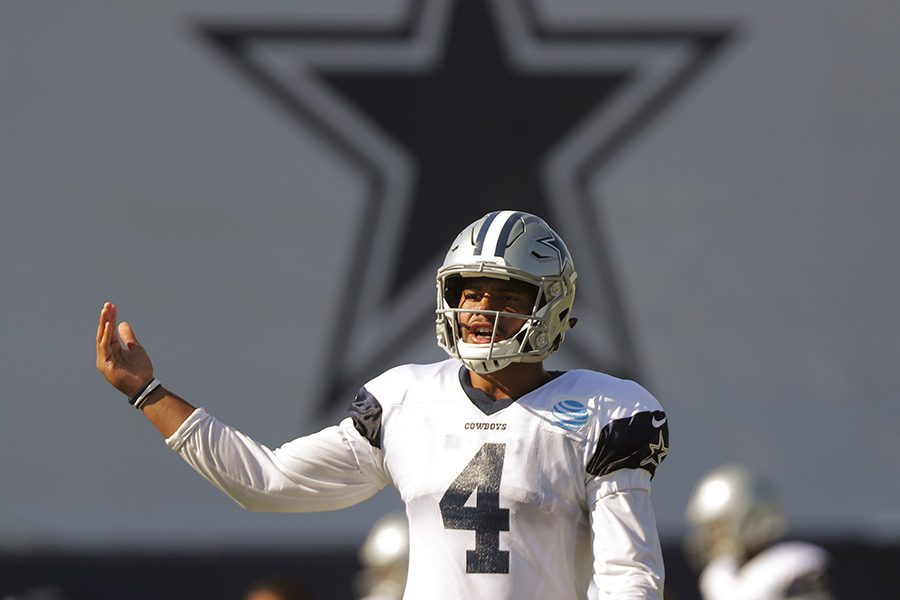 Dallas Cowboys quarterback Dak Prescott exhorts his offense in practice as the team holds training camp in Oxnard, Calif., on Tuesday, Aug. 8, 2017. (Rodger Mallison/Fort Worth Star-Telegram/TNS)