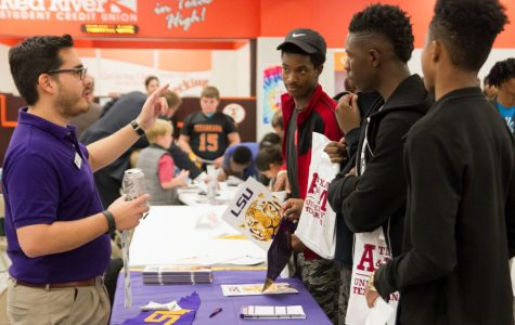 Texas High School host College Night