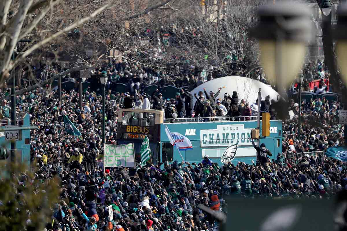One of the buses passes along the Ben Franklin Parkway during the Philadelphia Eagles' Super Bowl ceremony on Thursday, Feb. 8, 2018. (David Maialetti/Philadelphia Inquirer/TNS)