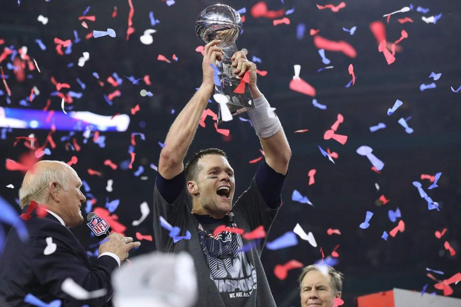 Tom+Brady+hoists+the+Lombardi+Trophy%2C+winning+his+fifth+Super+Bowl+title%2C+as+the+New+England+Patriots+beat+the+Atlanta+Falcons+34-28+in+Super+Bowl+LI+on+Sunday%2C+Feb.+5%2C+2017+at+NRG+Stadium+in+Houston%2C+Texas.+%28Curtis+Compton%2FAtlanta+Journal-Constitution%2FTNS%29