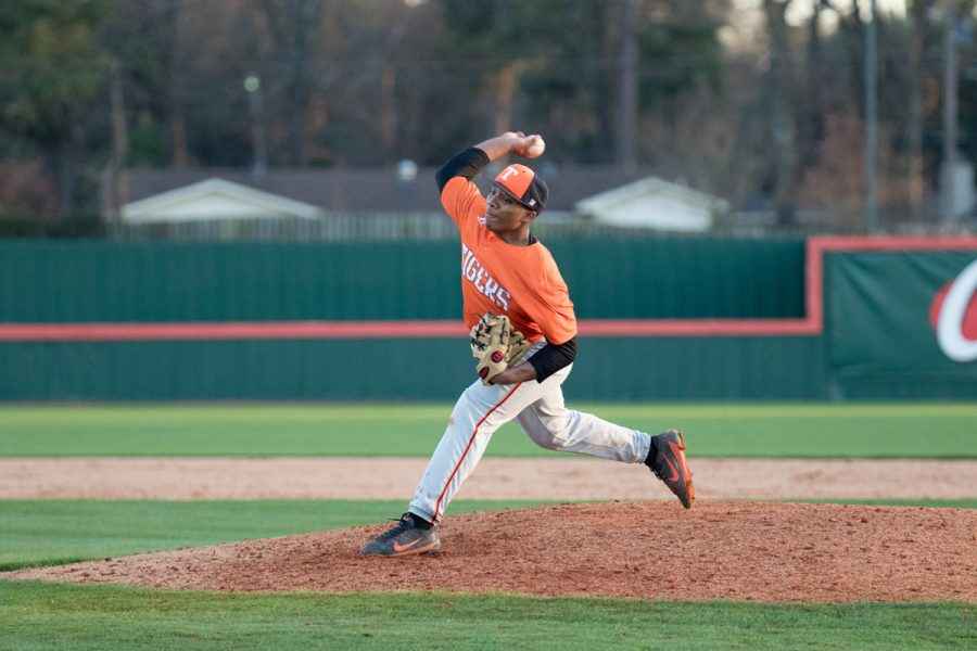 Junior+Chris+Sutton+pitches+in+the+last+inning+of+their+game+against+Longview.+Tigers+played+a+doubleheader+and+won+both+games.+