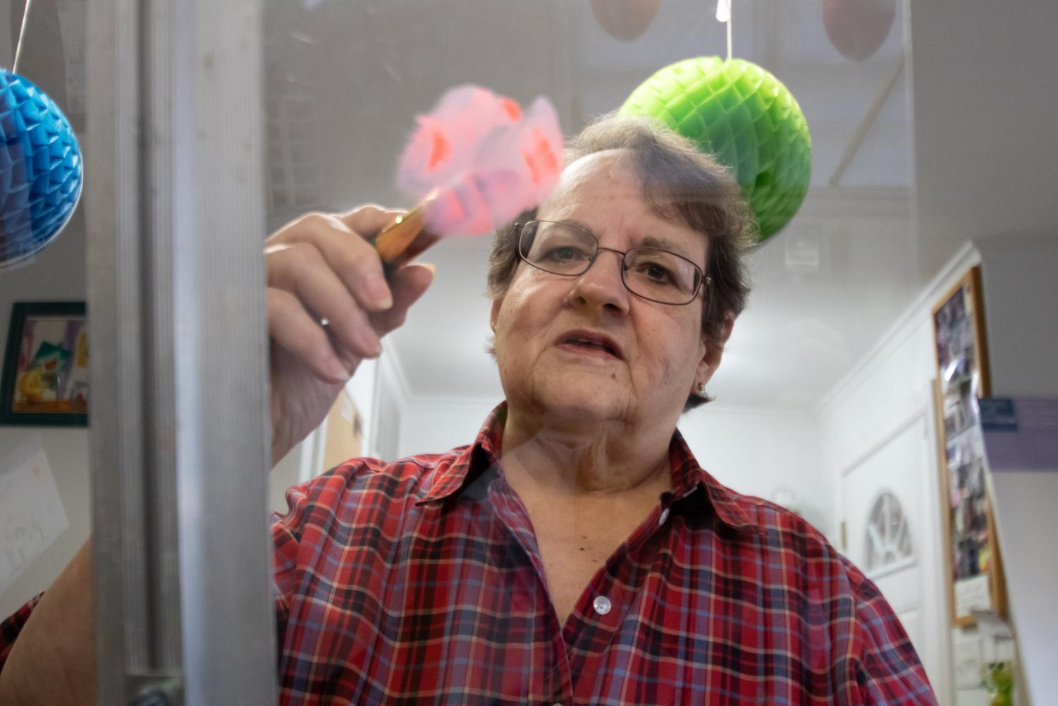 Judy McKinney paints on plexiglass to demonstrate the strokes oil paints make with brushes. McKinney offers private art lessons from her studio on Kennedy lane.