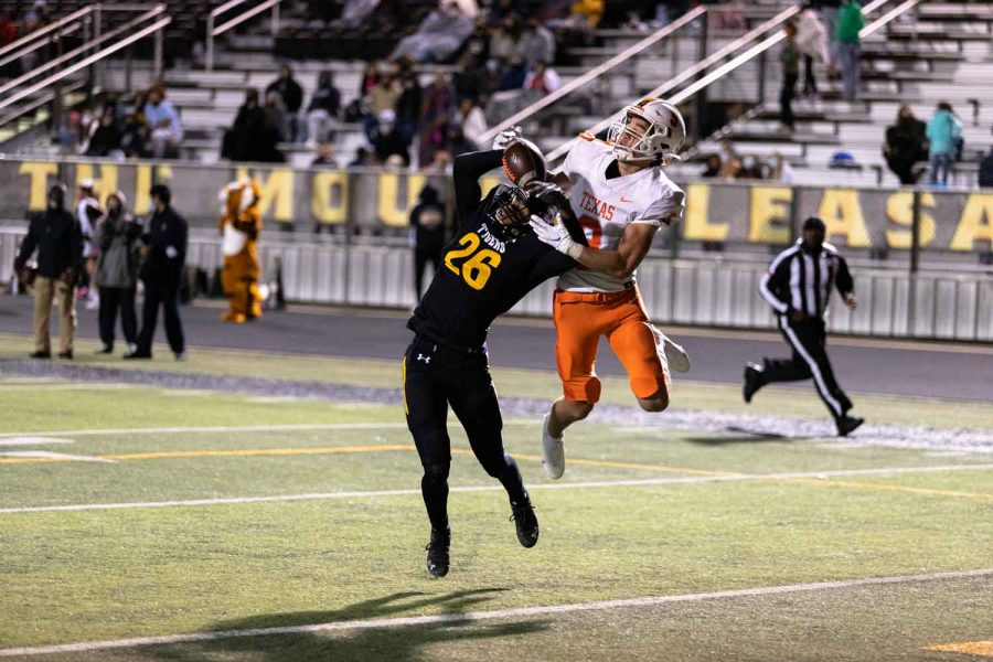 Junior+Blake+Rogers+leaps+in+the+air+fighting+over+the+ball+with+a+Mount+Pleasant+Receiver.+The+Tigers+ended+up+defeating+Mount+Pleasant.