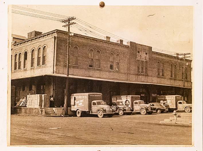 The building first opened in 1894 — hence how it received its current name — and was bought by the wholesaler Texas Produce Co. The building was abandoned by 1990, leaving Peavy the opportunity to make his dreams of opening his own place come true. Within Peavy's gallery today, visitors can view items such as old cans and bottles that were left behind from Ritchie Grocery Building.
