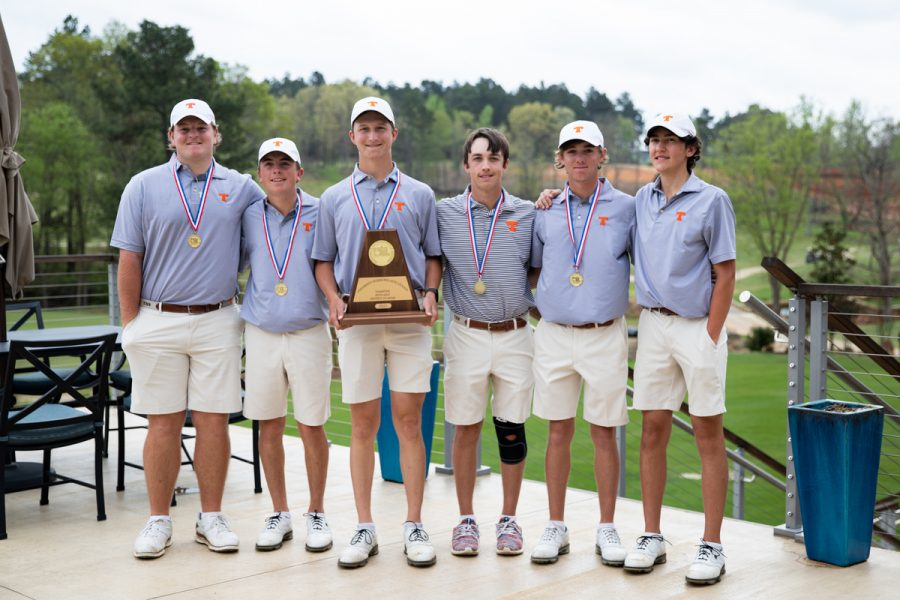 The+boys+golf+team+stands+together+after+placing+second+in+Regionals.+After+they+won%2C+they+are+to+compete+in+State+in+Austin+on+May+17-18.+