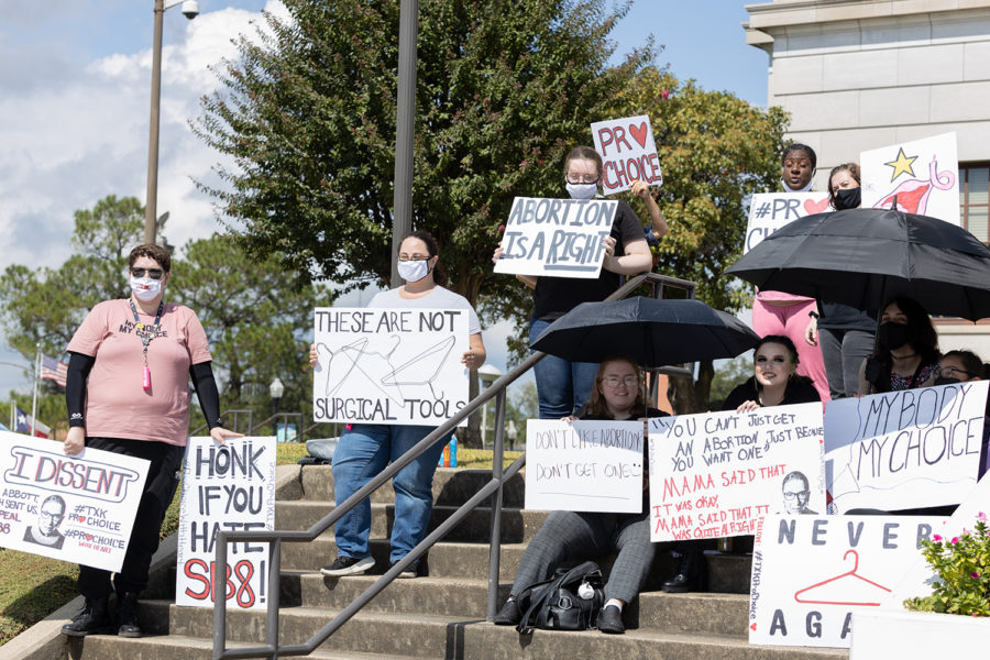A+group+of+protesters+with+ProChoice+with+Heart+gather+outside+the+Texarkana+courthouse+on+Saturday%2C+Oct.+2.